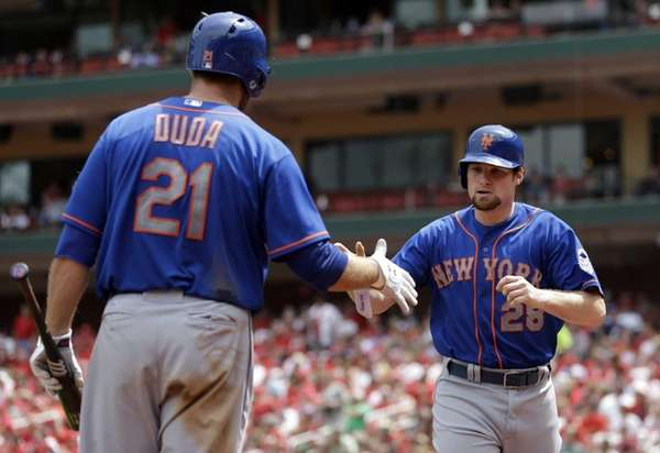 Mets' Daniel Murphy, right, is congratulated by teammate