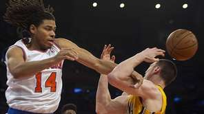 Knicks' Chris Copeland strips the ball from the
