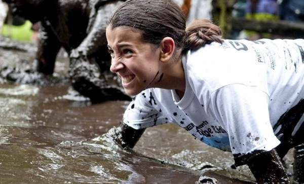 Brielle Borges runs through the mud at a