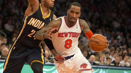 Knicks' J.R. Smith drives to the basket against
