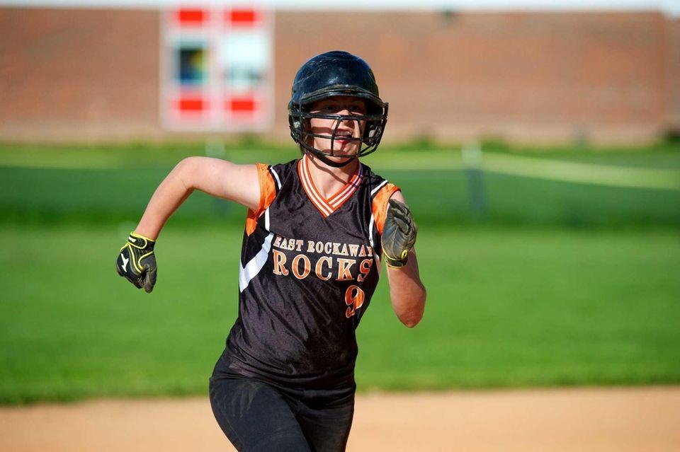 East Rockaway catcher Jess Deptulski heads to third