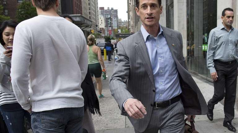 Anthony Weiner walks to the subway from his