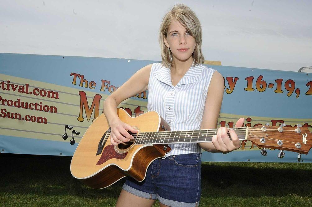 Gretchen Pleuss plays her guitar at the Montauk
