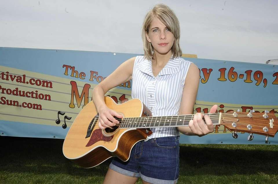 Gretchen Pleuss plays her guitar at the Montauk