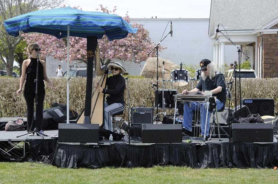 Erin Hill performs at the Montauk Music Festival