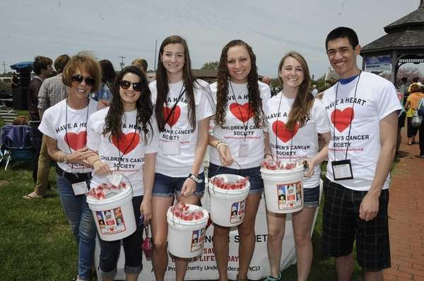 Volunteers are raising money for cancer research during