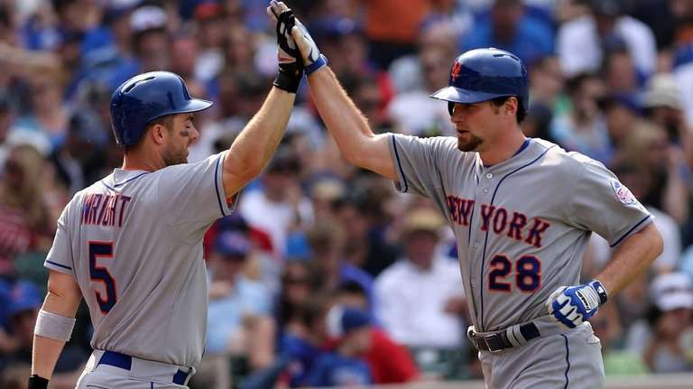 Daniel Murphy is congratulated by teammate David Wright