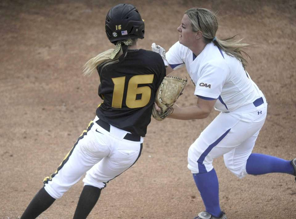 Missouri's Corinn Genovese (16) is tagged out by