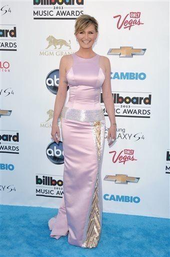 Jennifer Nettles arrives at the Billboard Music Awards