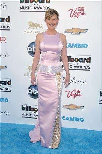 Jennifer Nettles arrives at the Billboard Music Awards