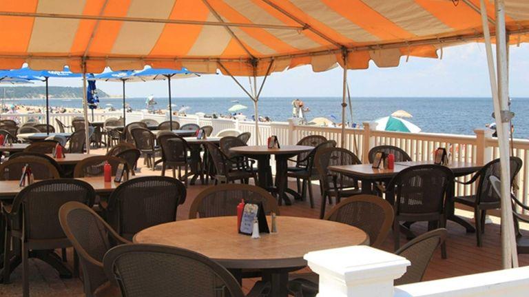 The Cedar Beach Bar & Grille in Mount