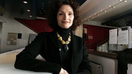 Mary Elizabeth Mastrantonio attends the artist-led volunteer committee