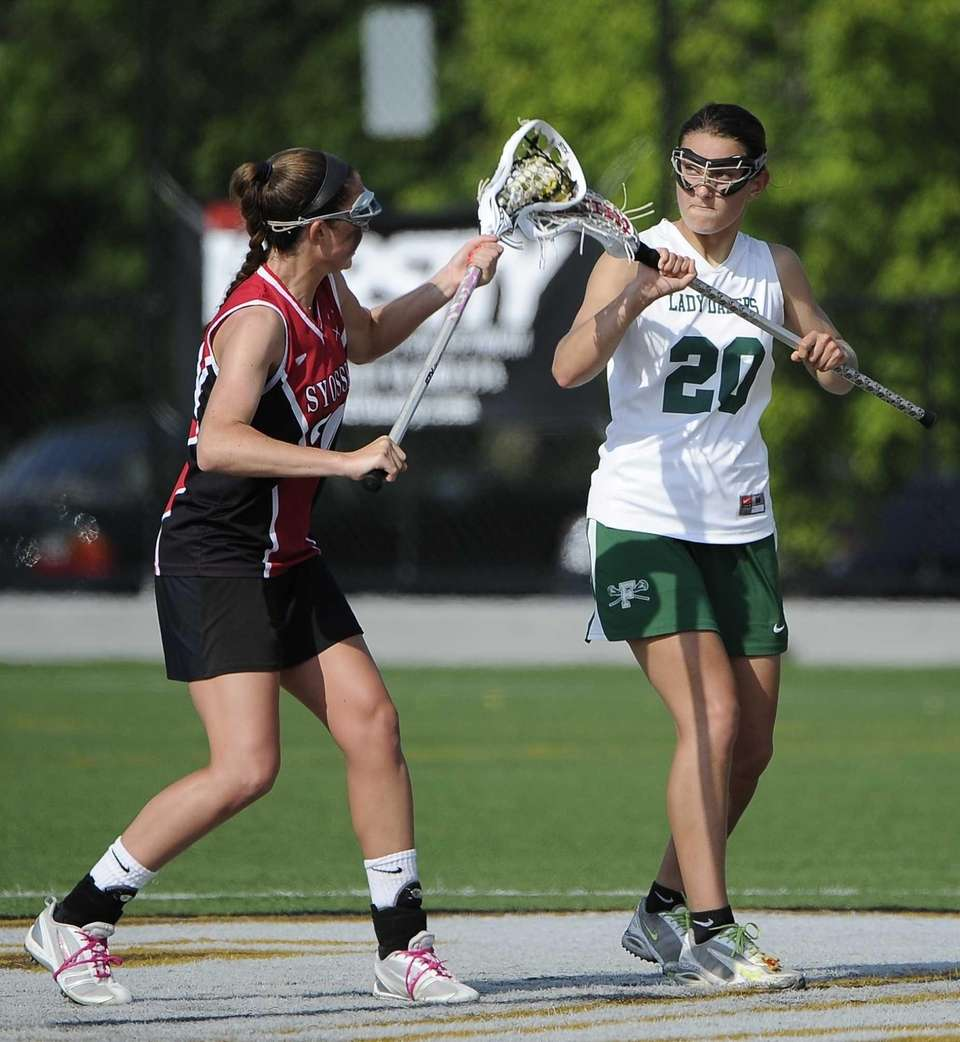 Farmingdale midfielder Nadine Hadnagy takes the draw with