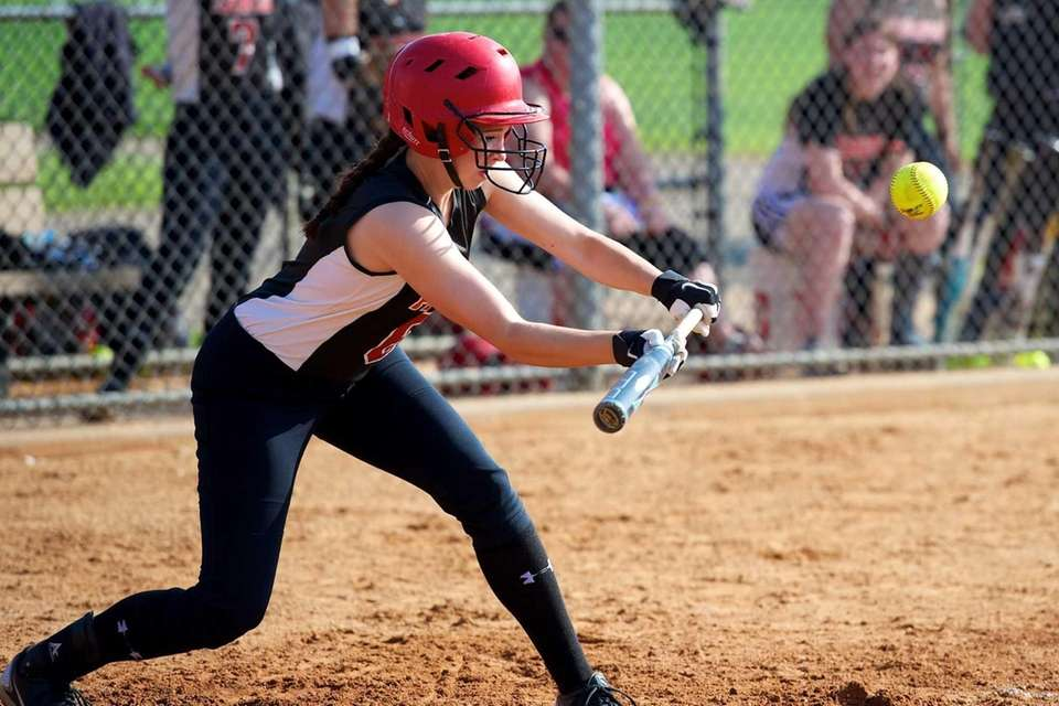 Plainedge second baseman Jennifer Labita (6) lays down