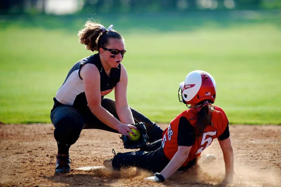 Plainedge shortstop Kate Finnen (2) attempts to tag