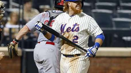 Justin Turner of the Mets strikes out to