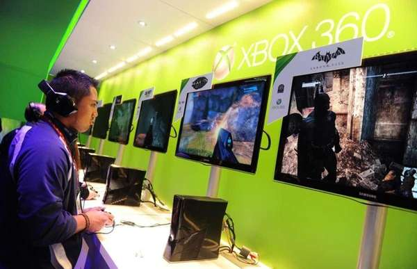 A man samples games on the XBOX 360
