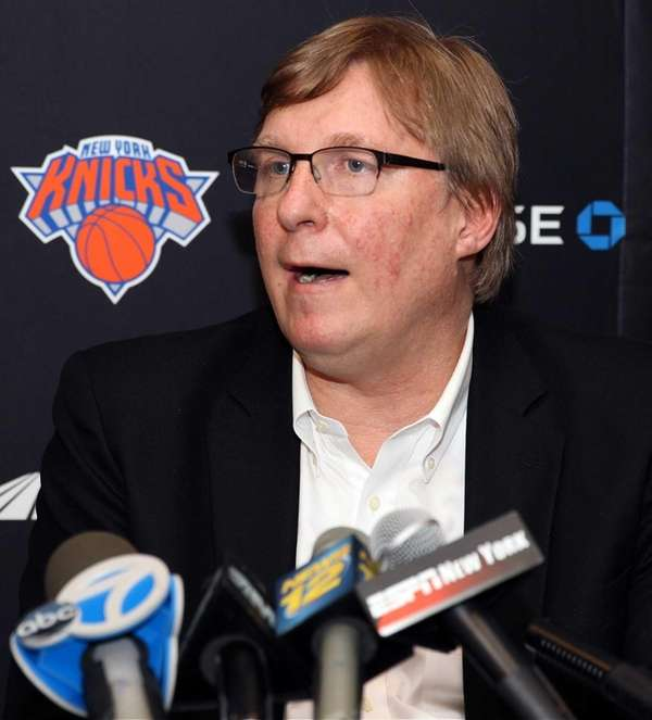 Knicks GM Glen Grunwald talks to the media