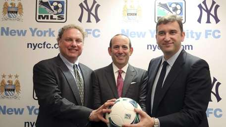From left, Yankees president Randy Levine, Major League