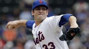 Mets starting pitcher Matt Harvey pitches during the