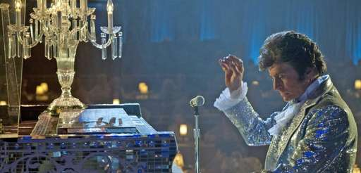 Michael Douglas plays showman Liberace in quot;Behind the