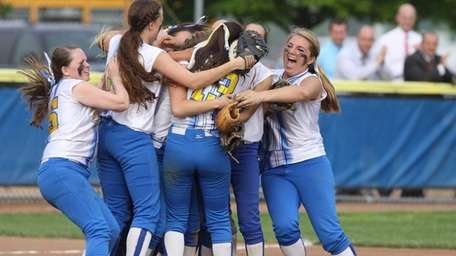 Kellenberg celebrates their victory over St. John the