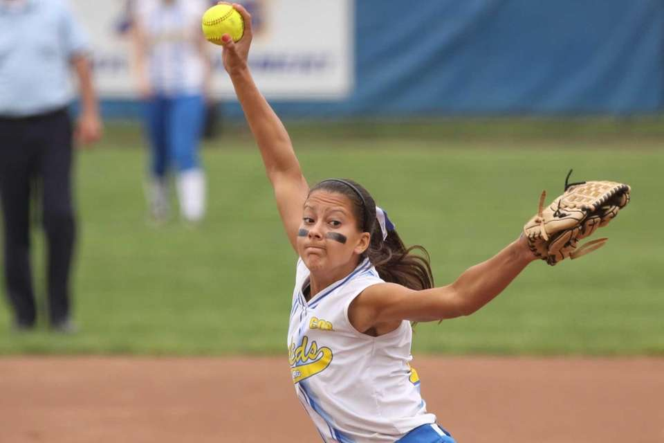 Kellenberg's Sabrina DeAngelis pitches against St. John the