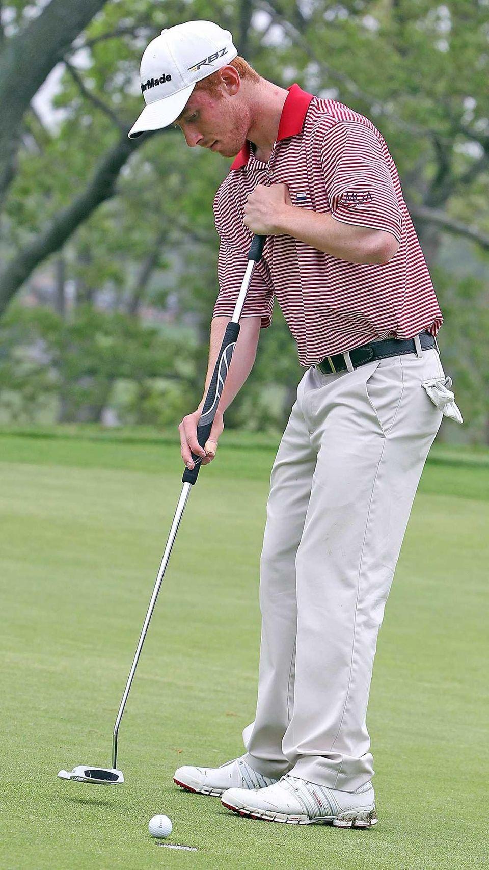 Farmingdale's Matt Lowe putts the ball during the