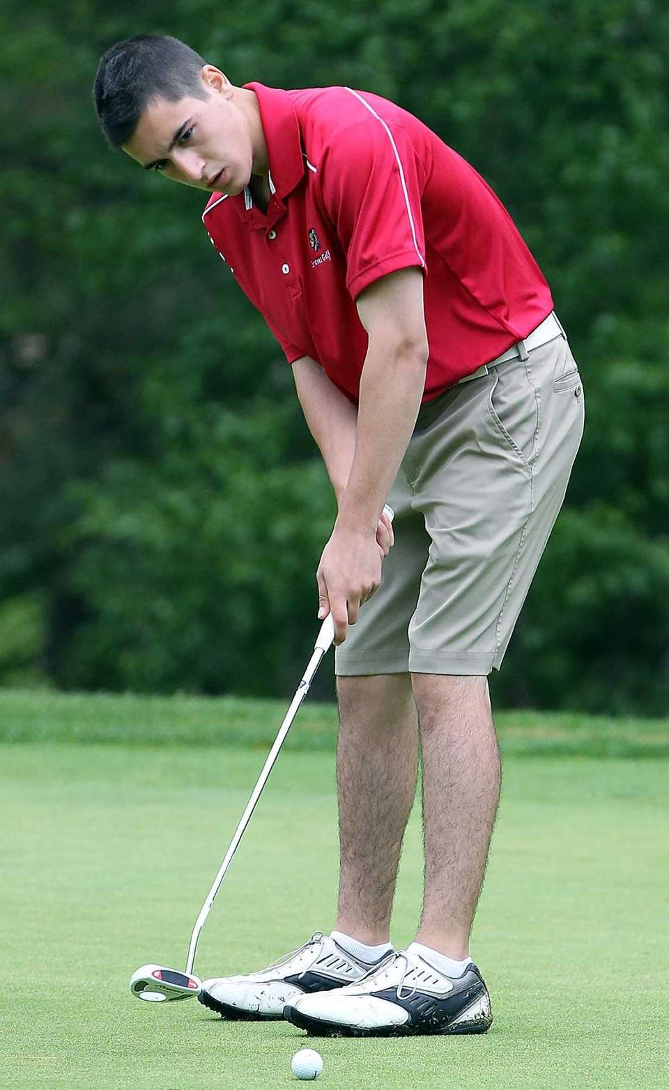 Syosset's James Schlesinger putts on the green at