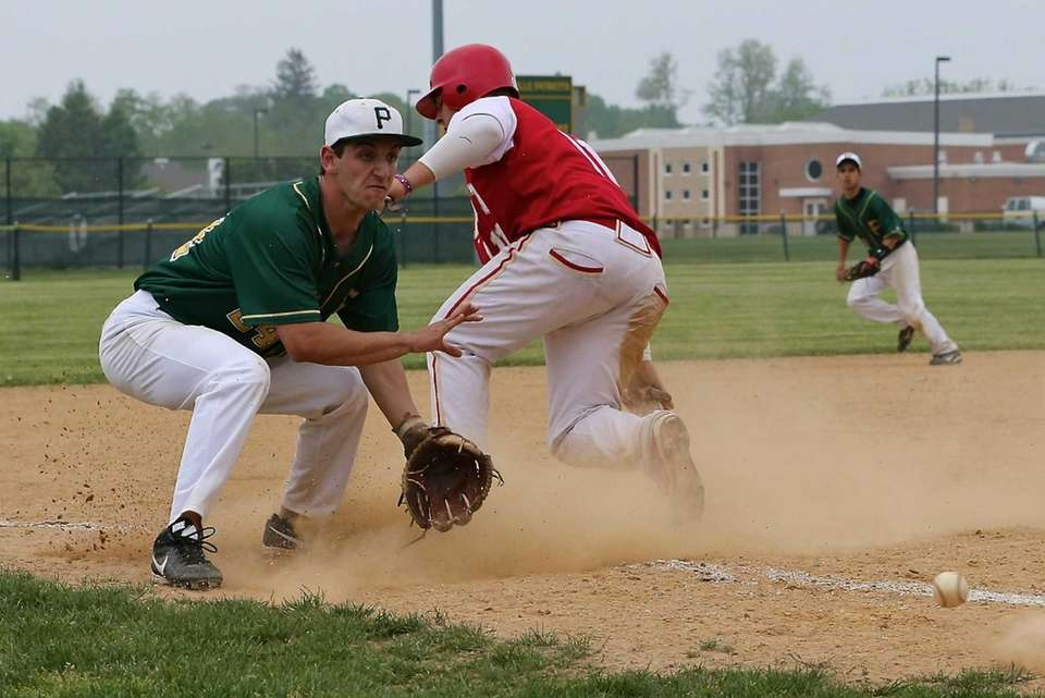 Hills West's Tom Digiorgi is safe at third
