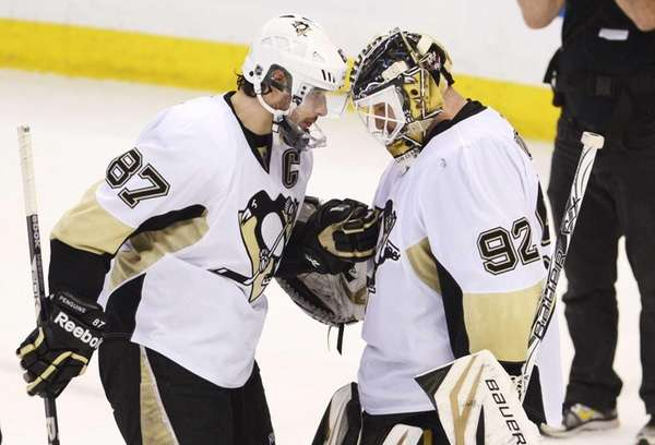 Penguins' Sidney Crosby congratulates goaltender Tomas Vokoun on