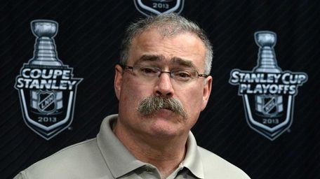 Ottawa Senators coach Paul MacLean talks to the