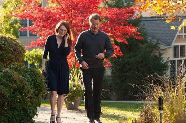 Julianne Moore as Linda Sinclare and Greg Kinnear