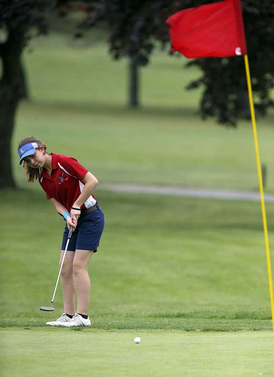 Smithown East's Peyton Greco with a long putt