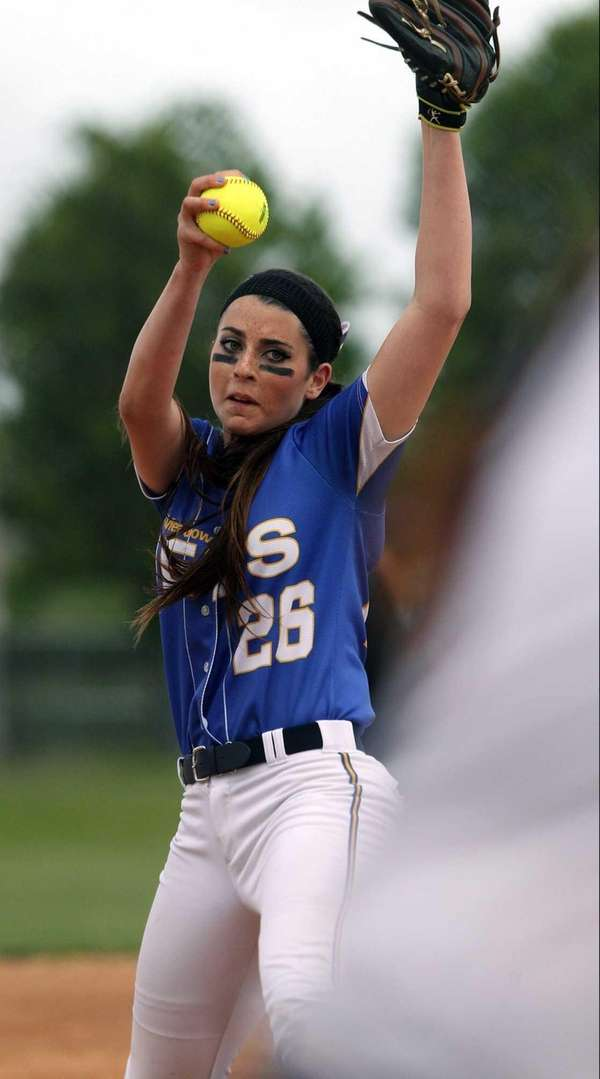East Meadow's Kerri Shapiro pitches against MacArthur. (May