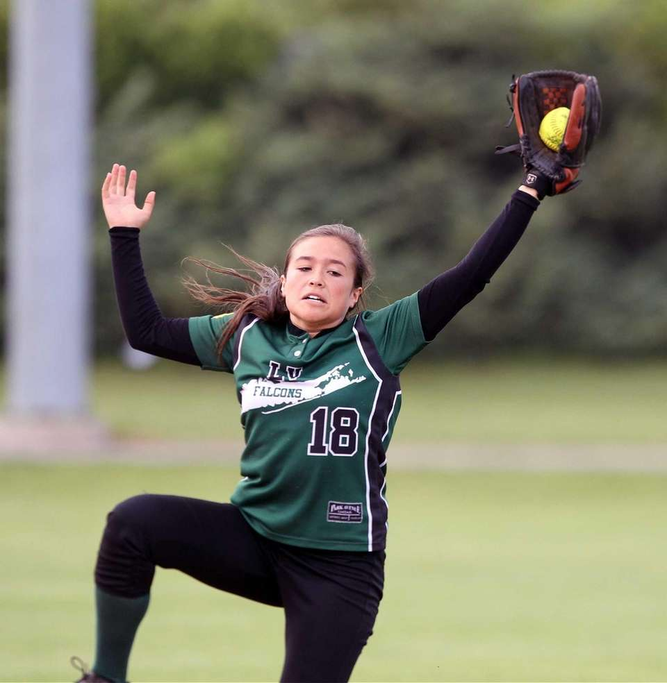 Locust Valley's Tricia Willett catches a pop-up against