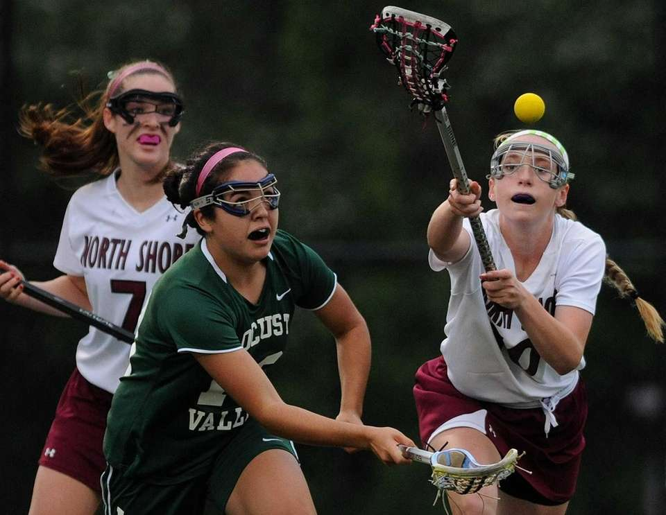 North Shore's Kelly Johansen, right, and Locust Valley's