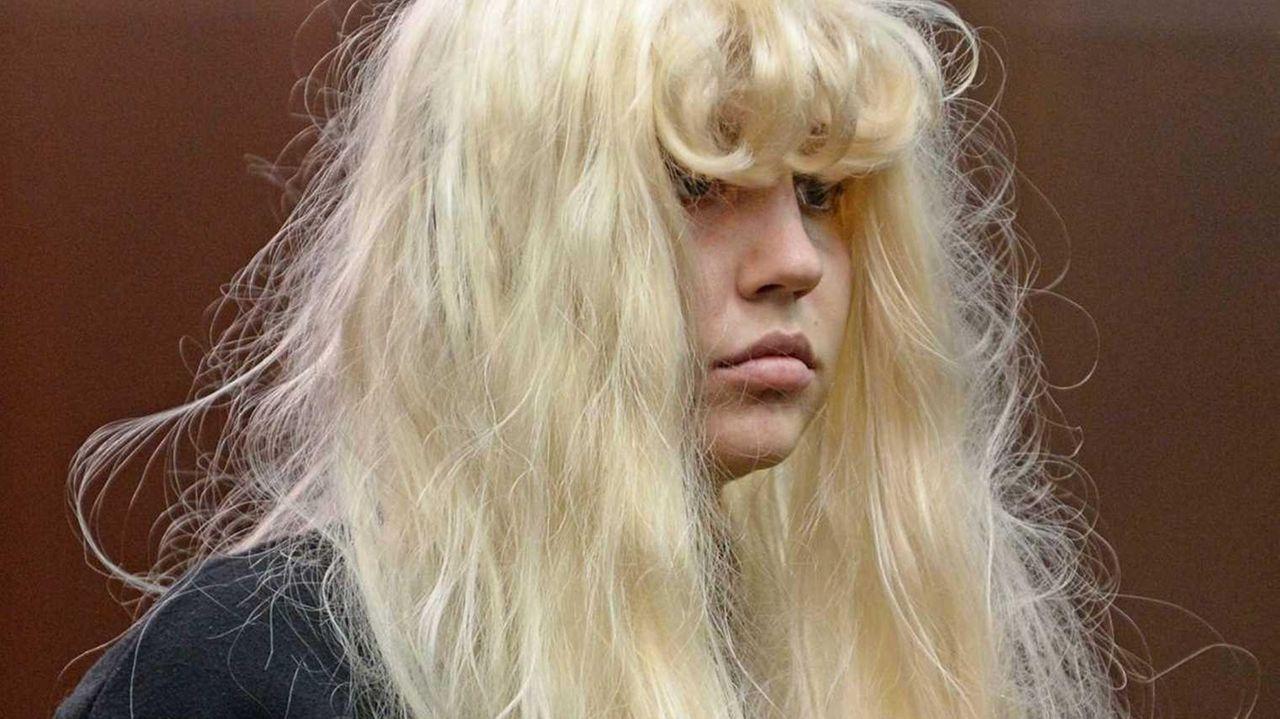 Amanda Bynes appears in court in Manhattan facing