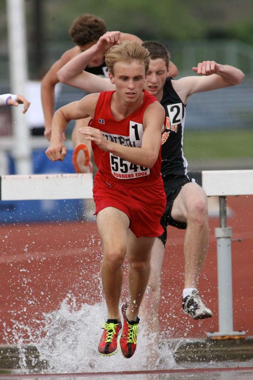 Mineola's Fredric Lang wins the boys' 3000 meter