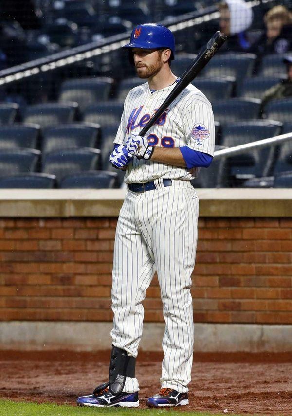 Ike Davis of the Mets waits on deck