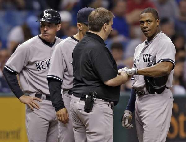 New York Yankees third base coach Rob Thomson,