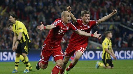 Bayern's Arjen Robben of the Netherlands, center left,