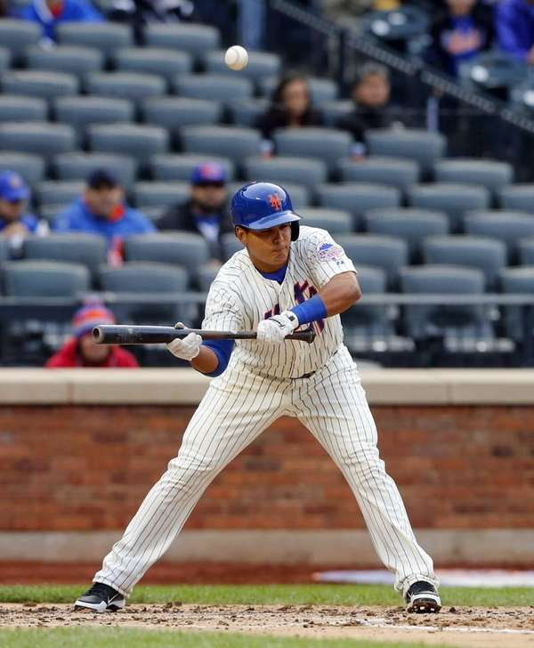 Ruben Tejada of the New York Mets pops