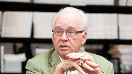 Dr. James Andrews talks at the Andrews Institute