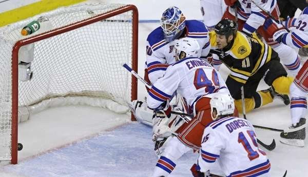 Boston Bruins center Gregory Campbell beats Rangers goalie