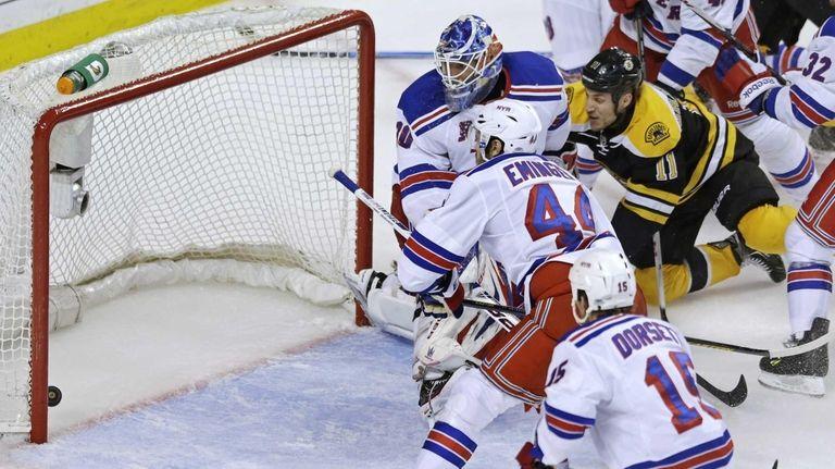Boston Bruins center Gregory Campbell beats Rangers goalie