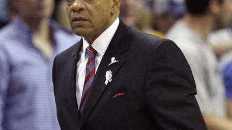 Memphis Grizzlies head coach Lionel Hollins walks the