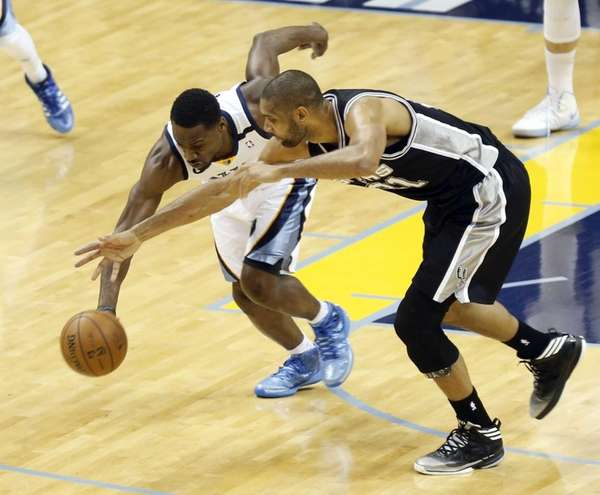Memphis Grizzlies guard Tony Allen steals the ball