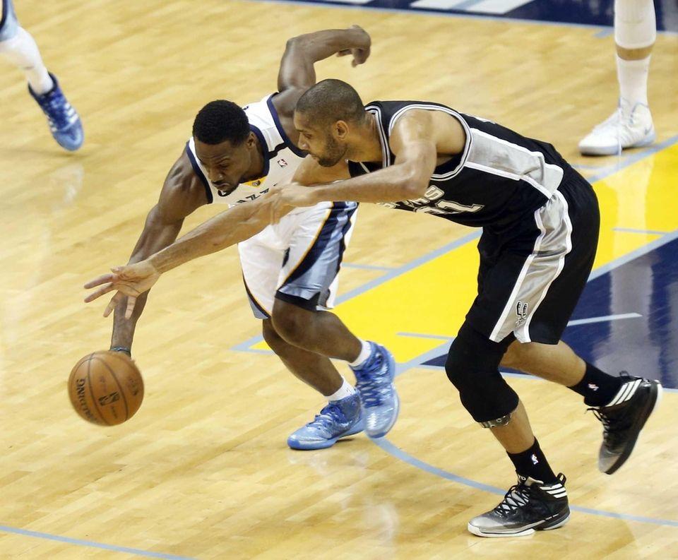Memphis Grizzlies guard Tony Allen steals the ball