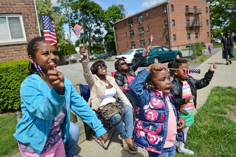 From left, children Dominque Johnson, 7, Denae Wilson,